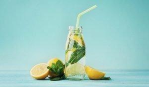 Limonlu su günümüzdə, ruh halınıza, enerji Bir Stəkan Limonlu suyun Faydaları